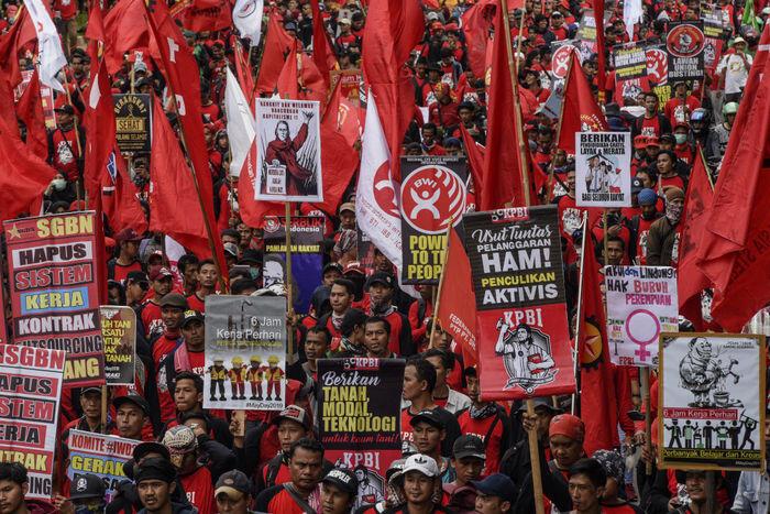 Tuntutan abadi para buruh, Prabowo, dan vandalisme di Bandung
