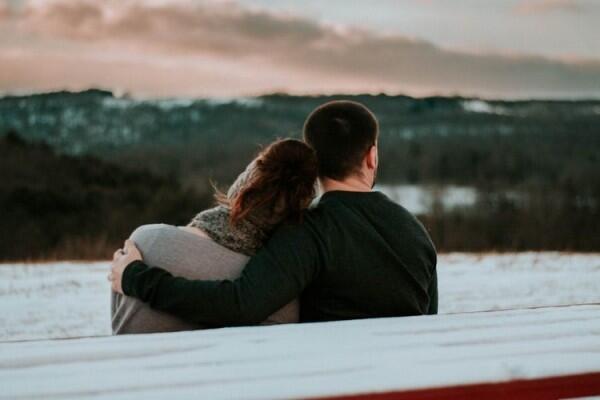 5 Pelajaran Berharga dari Cinta Pertama yangBikin Susah Move On