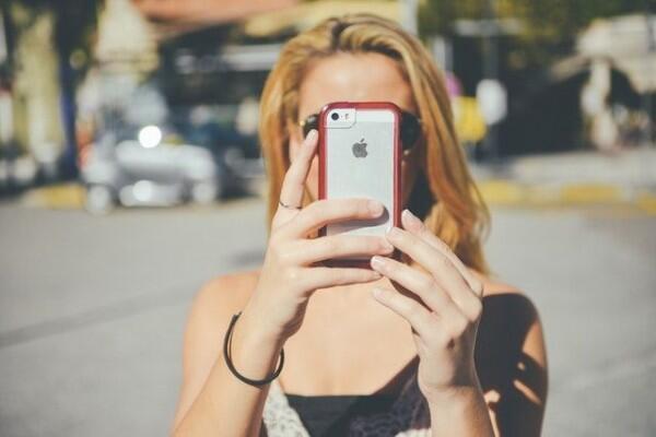 5 Tips untuk Menghemat Baterai Ponsel Saat Traveling!