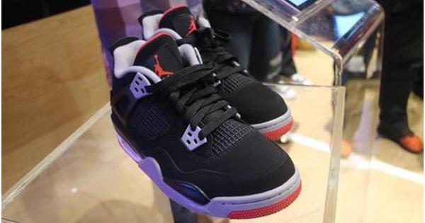Sneakers Nike Air Jordan 4 OG 'Bred' Telah Hadir! Sikat Gan!