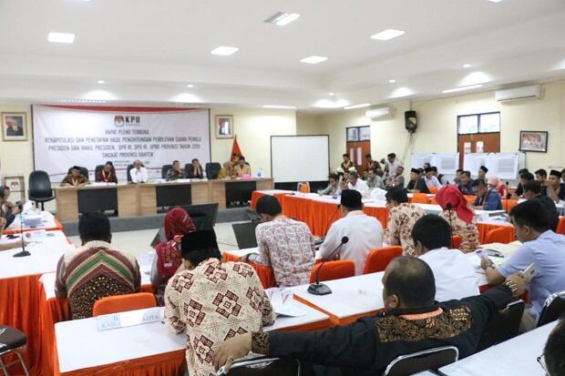 Aksi Walk Out Saksi Demokrat Warnai Rekapitulasi Suara di KPU Banten
