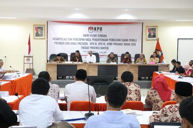 Rekapitulasi Suara di KPU Banten Berjalan Alot
