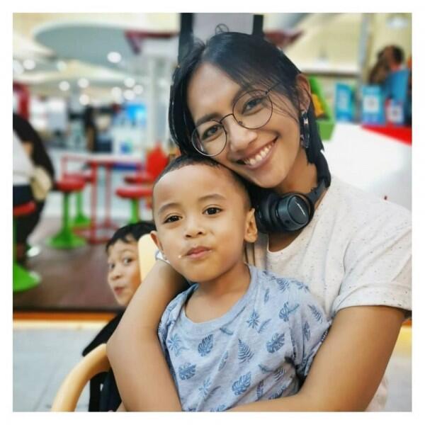 Butuh Penantian Panjang, Ini Potret Kasih Sayang Nina Tamam ke Anaknya