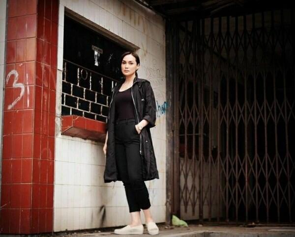 10 Potret Sara Wijayanto dengan Outfit Serba Hitam, Makin Memesona