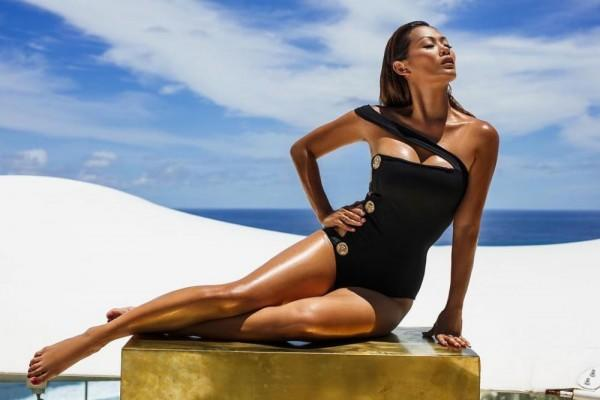 10 Potret Body Goals ala Indah Kalalo yang Bikin Susah Kedip, Menawan!