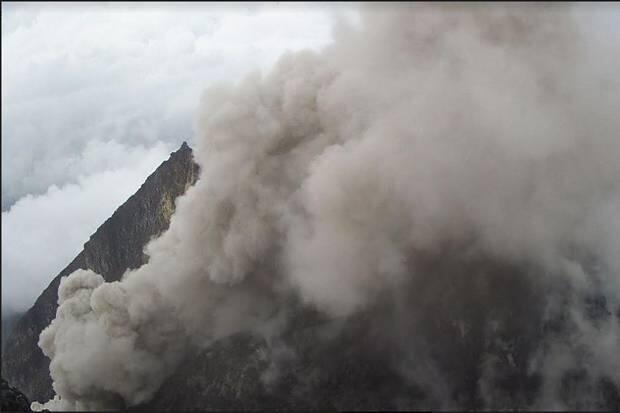 Gunung Merapi Kembali Muntahkan Awan Panas Sejauh 1,2 Km