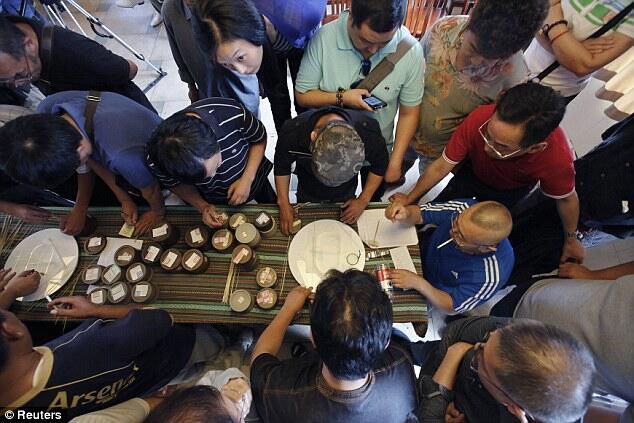 Kompetisi Adu Jangkrik, Tradisi Unik Tahunan Dari Negeri Tirai Bambu