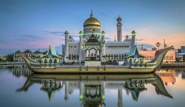 7 Masjid Terapung dengan Panorama Air Terbaik di Dunia, Cantik Banget!