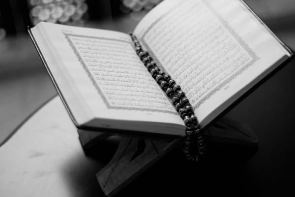 Bacaan Doa Qunut dalam Salat dan Manfaatnya