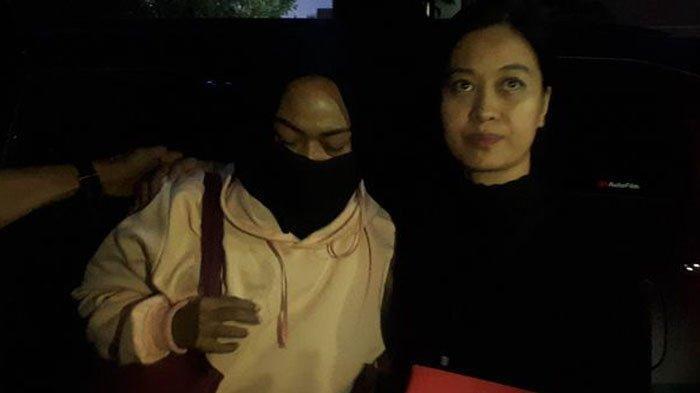 Wajah 2 Wanita di Video Ancam Penggal Jokowi Terungkap, Sunglass dan Jilbab Diamankan