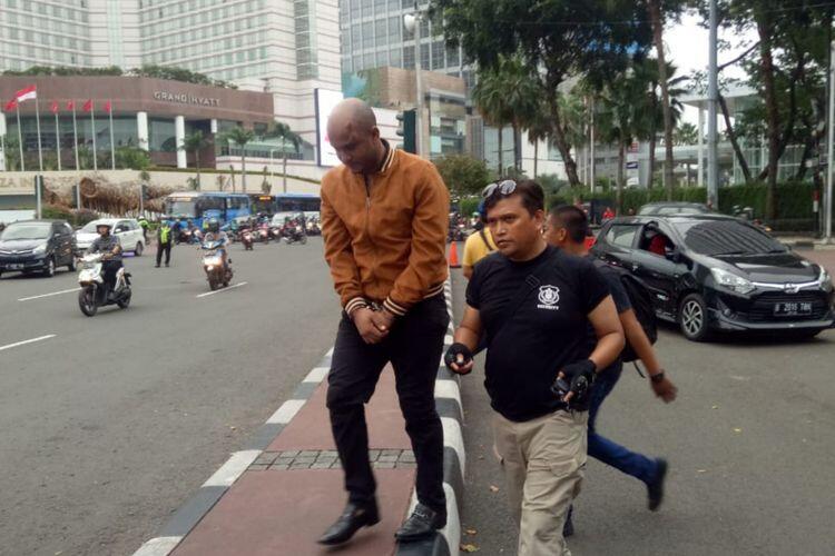 WNA yang Lawan Arus di Sudirman Dikeroyok Massa karena Tabrak Motor