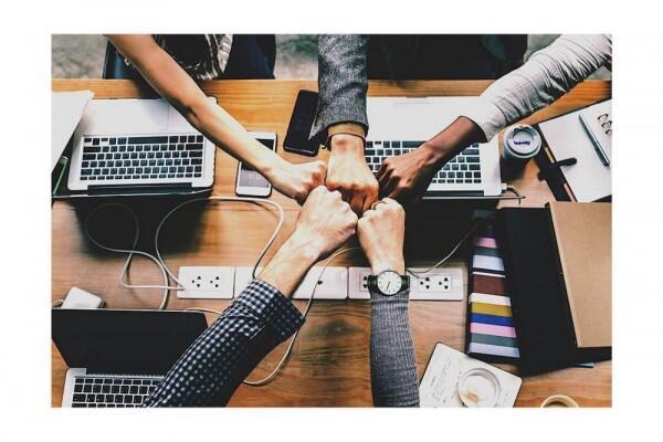 6 Tanda Nyata Persahabatan Kalian Berkualitas, Jaga Sampai Tua!