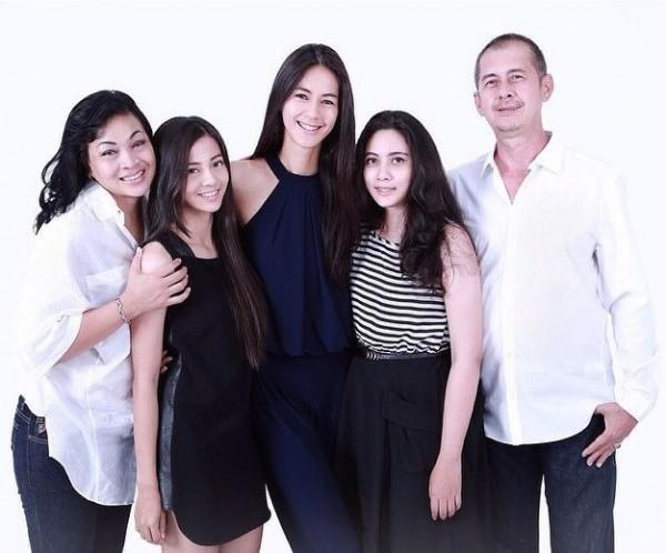 10 Pesona Chelzea Verhoeven, Presenter Kece Adik Ipar Baim Wong