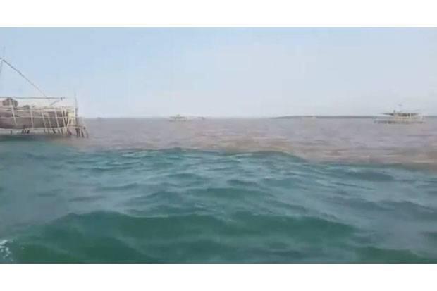 Fenomena Alam Dua Warna Air Laut Terjadi di Perairan Pasuruan