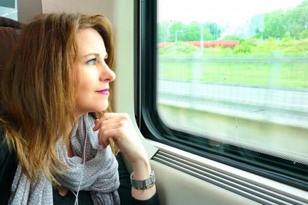 8 Kegiatan Positif Penghalau Rasa Bosan Saat Dalam Perjalanan