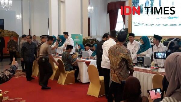 Jokowi Bayar Zakat Profesi Rp55 Juta ke Baznas