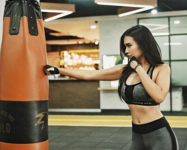 10 Pesona Maria Vania Saat Olahraga, Body Goals Banget