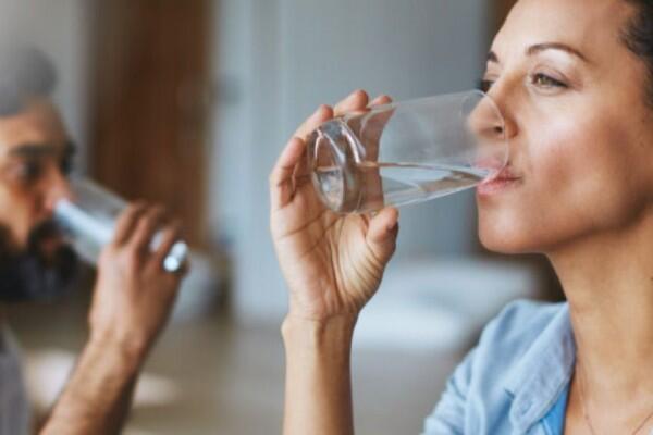 6 Dampak Negatif Kurang Minum Selama Ramadan, Bikin Puasa Gak Nyaman