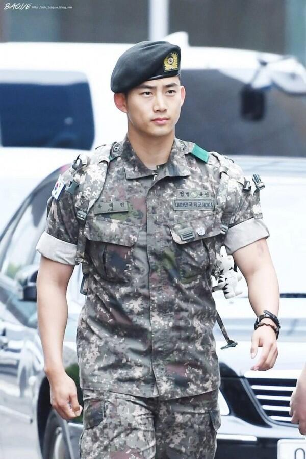 Keluar Wamil, Ini 11 Penampilan Taecyeon 2PM yang Manly Abis
