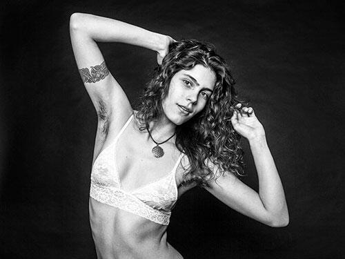 Gokil, Pamer Bulu Ketiak Para Wanita Cantik Ini Lagi Trend Di Luar Sana