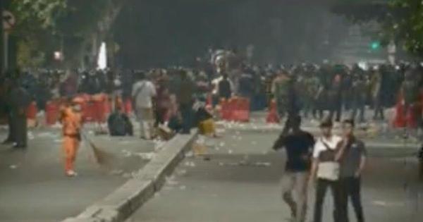 Beberapa Momen Menyentuh Tertangkap Kamera di Balik Aksi 22 Mei Jakarta!
