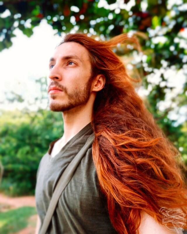 Ada Pria dengan Rambut Indah Bak Rapunzel Loh! Rambut Sista Pasti Kalah Indah Ya?