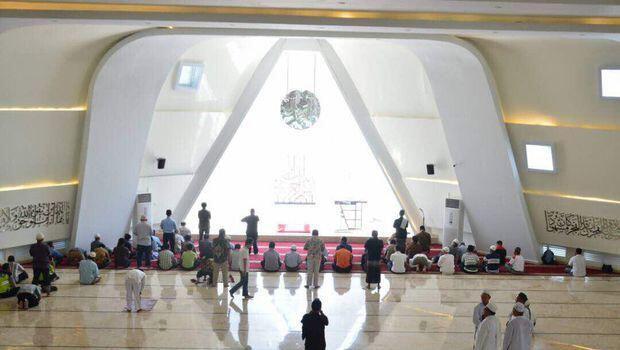 Ridwan Kamil Jawab Netizen Soal Viral Simbol Segitiga di Masjid Rancangannya