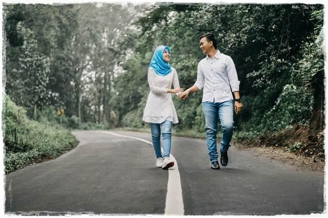 Jatuh Cinta Dengan Cowo Lebih Muda Bisa Bikin Lebih Bahagia?