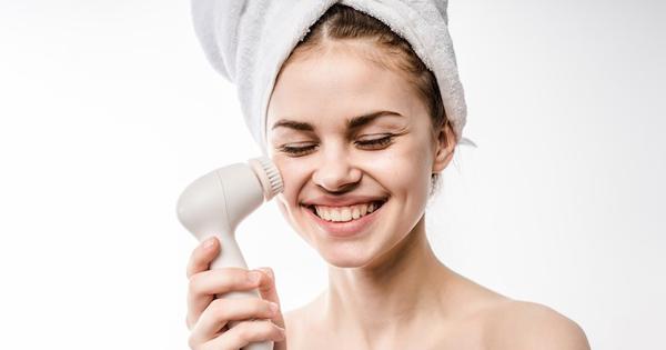 Cuci Muka Menggunakan Facial Brush Lebih Baik daripada Menggunakan Tangan? Kenapa Ya?