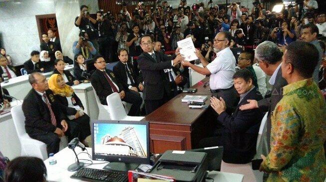 Berkas Gugatan ke MK, Prabowo - Sandiaga Kutip UUD Austria hingga Kenya