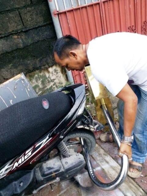 Maling Auto Ogah Kalau Pengaman Motor Kaya Gini (Tebak Berapa Harga Gemboknya Gan?)