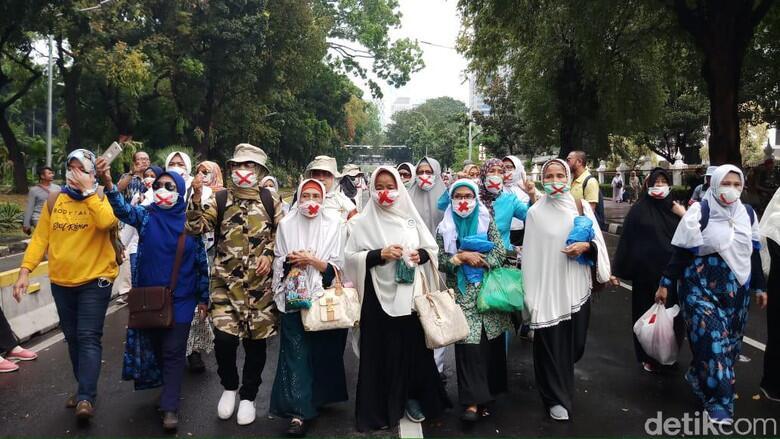 Massa Kawal Sidang Sengketa Pilpres di MK Berdatangan ke Patung Kuda