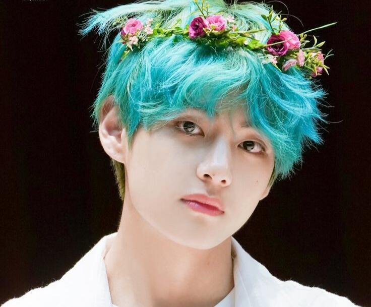 Gantengnya Kebangetan, Potret Taehyung BTS Ini Bikin Kamu Sadar Pangeran Itu Nyata!