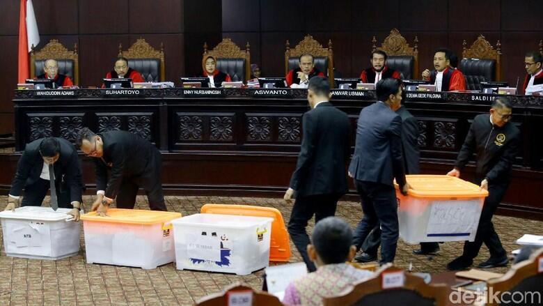 Penampakan Box Kontainer di Sidang Lanjutan Sengketa Pilpres 2019