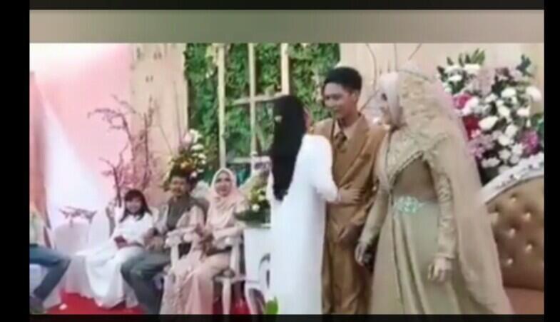 Yakin Masih Mau Ngundang Mantan Ke Penikahan Gan?