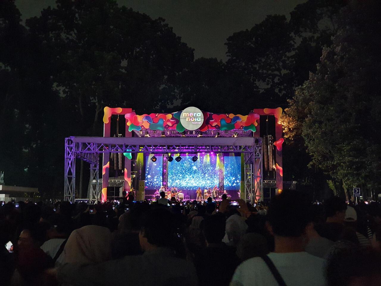 Awalnya Males Nonton Festival Musik Sendiri, Eh Malah Asyik Sendiri!