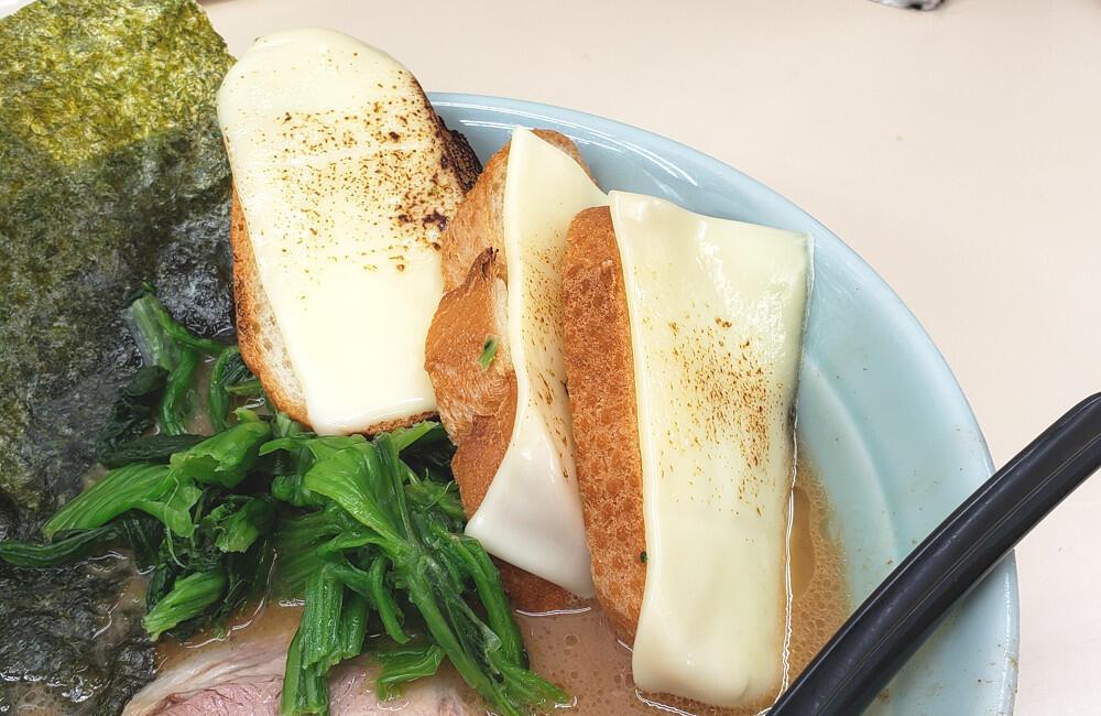 Makan Mie pakai Nasi di katain Bego, Gimana jadinya kalau makan Mie pakai Roti?