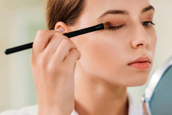 6 Rekomendasi Palet Eyeshadow Untuk Pemula, Banyak Warnanya!