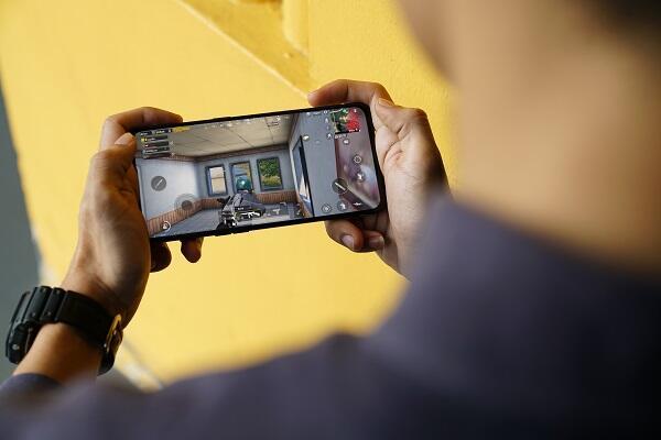 Smartphone Ini Punya Kualitas Audio Kayak di Bioskop Gan!