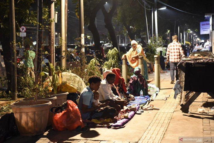 Warga Kebon Sirih Keluhkan Keberadaan Ratusan Pencari Suaka