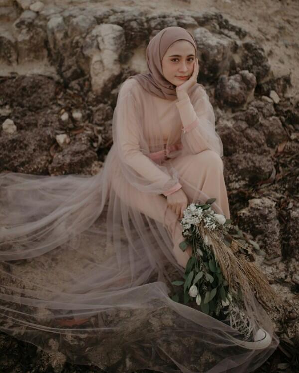 9 Inspirasi Foto Prewedding Outdoor Ala Selebgram Hijab Amy Gege