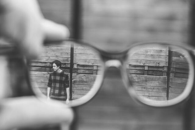 Merasa Cantik di Depan Cermin, Tapi Jelek Saat Foto, Kenapa?