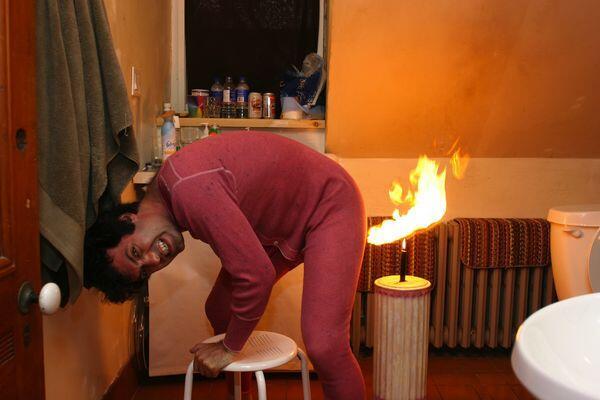 Sering dianggap sepele, kentut didekat api bisa mengakibatkan kebakaran