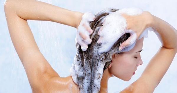 Selain Tubuh, Ternyata Rambut Juga Butuh Detoksifikasi, Sis!