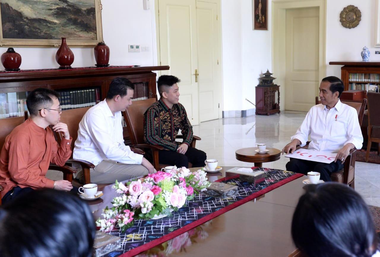 Jokowi meets Jakarta-born rapper Rich Brian at Bogor Palace