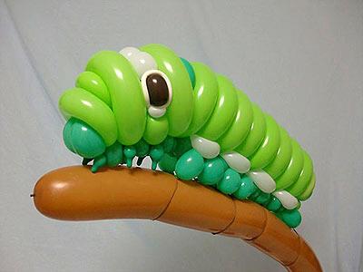 Emejing, Seniman Ini Membuat Aneka Serangga Dari Baloon Tanpa Bantuan Alat Apapun!