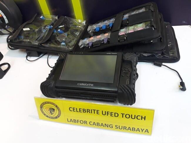 Ini Alat yang Dipakai Polisi Saat Mengintip Ponsel Vanessa Angel