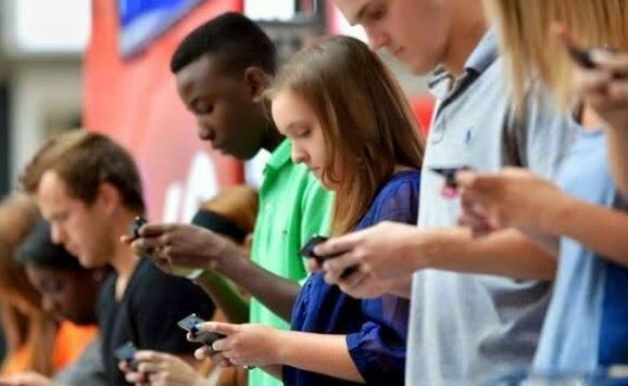 Bersama Seperti Berjauhan Gara-gara Smartphone Bagaimana Menurutmu?