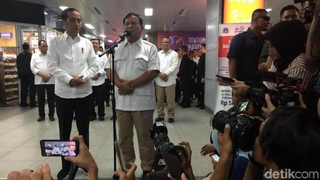 Prabowo Siap Bantu, Jokowi: Saya Harus Rundingkan dengan Koalisi