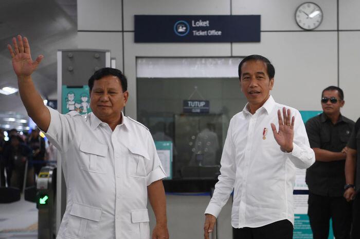 Jokowi-Prabowo bertemu, cebong-kampret bersatu